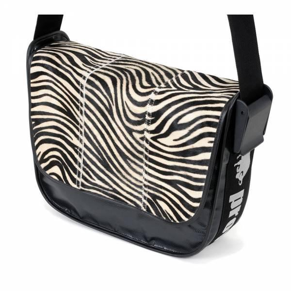 Messenger Bag BIG PROVOKED 38x30 Kuhfell Zebra, Plane: schwarz