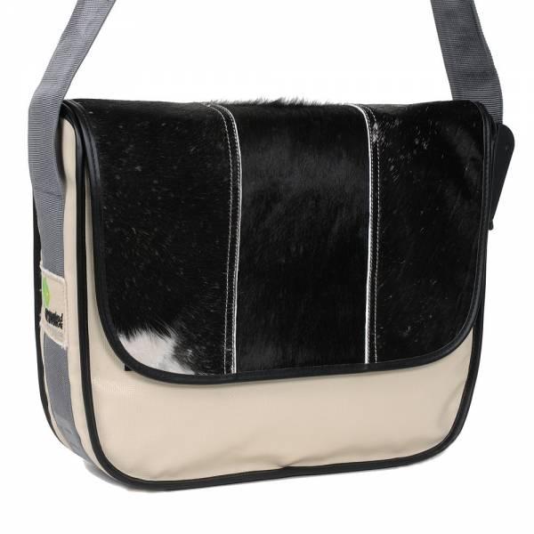 Messenger Bag BIG PROVOKED mit Kuhfell: schwarz & LKW-Plane: beige 35x30 cm